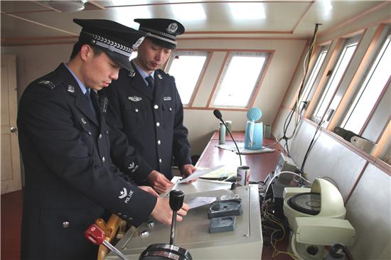 青岛海关查证走私进口成品油2000余吨